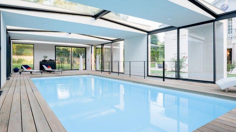 Piscine intérieure à l'extérieur piscine a linterieur Piscine intérieure Blanc