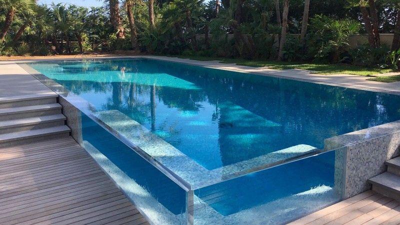 Un angle surprenant piscine architecte Piscine à paroi vitrée