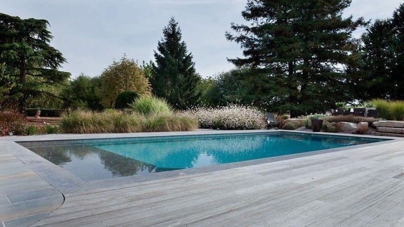 Baignade nocturne piscine avec revetement mosaique Piscine paysagée Gris clair