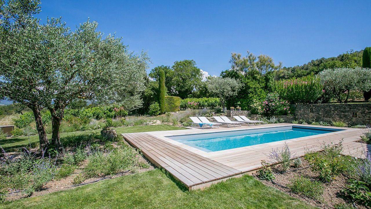 Retour aux racines l 39 esprit piscine for Piscine en bois exotique
