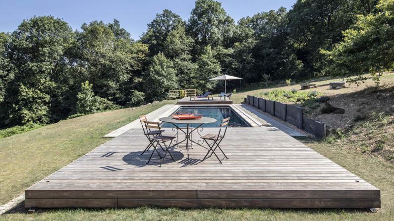 Au-delà des apparences piscine campagne terrasse mobile bois fermée Piscine avec terrasse mobile 3D Gris ardoise