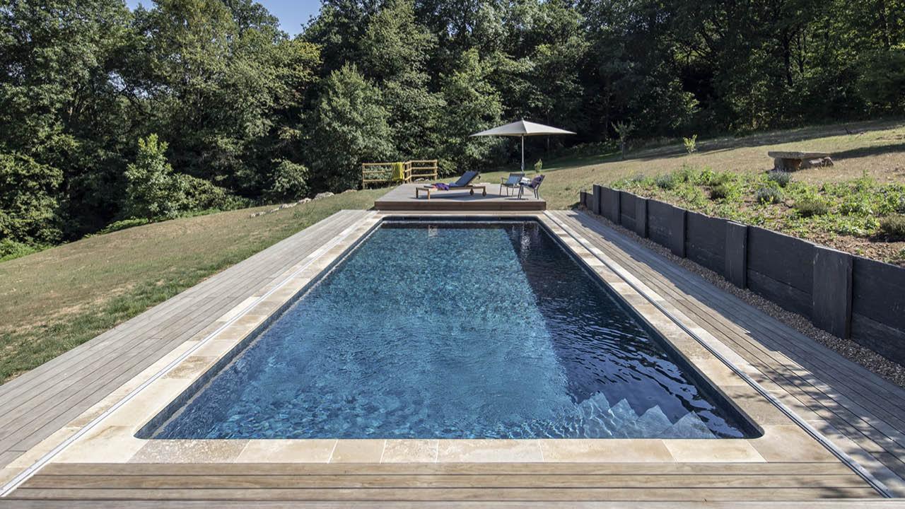 Au-delà des apparences piscine campagne terrasse mobile bois ouverte Piscine avec terrasse mobile 3D Gris ardoise