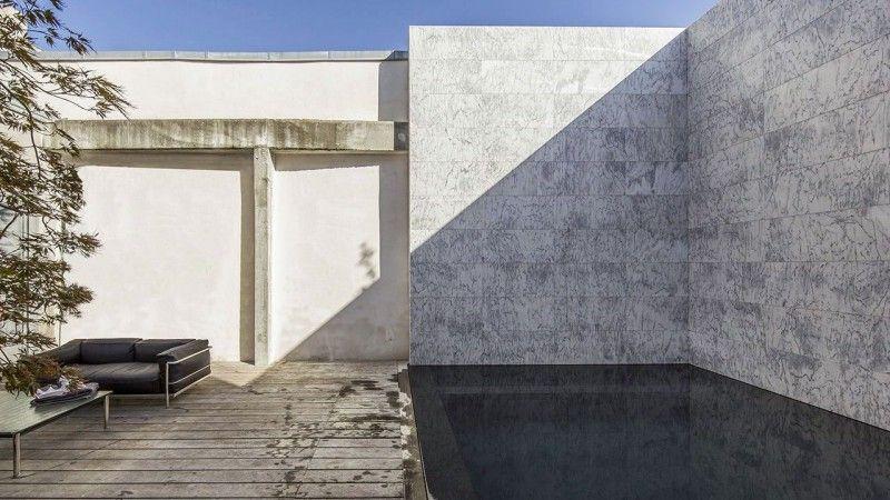 Cours sur la perspective piscine dans une cour Piscine citadine Piscine miroir minéral Noir