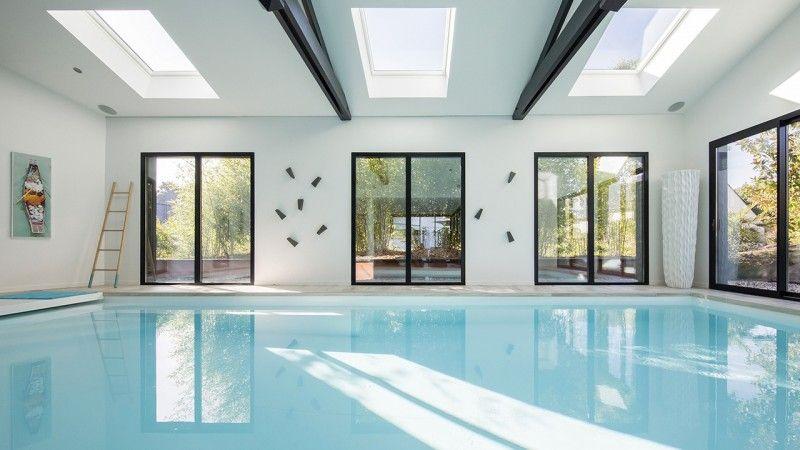 Nager en toutes saisons piscine dans une maison moderne Piscine intérieure Gris clair
