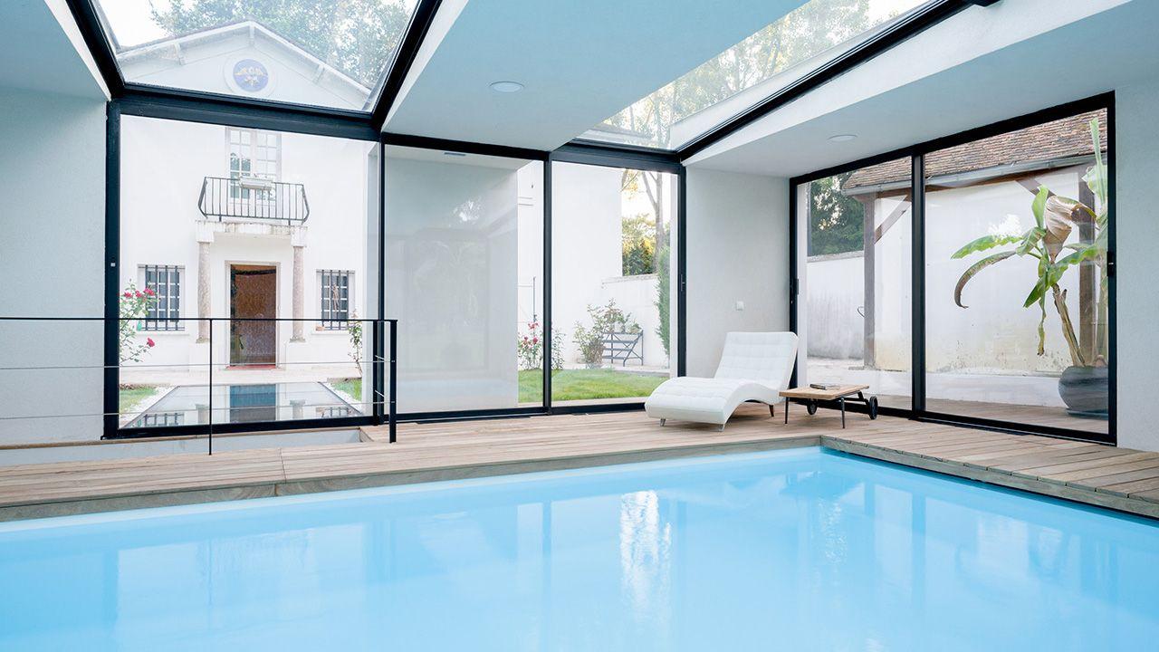 Piscine intérieure à l'extérieur piscine design dans une maison Piscine intérieure Blanc