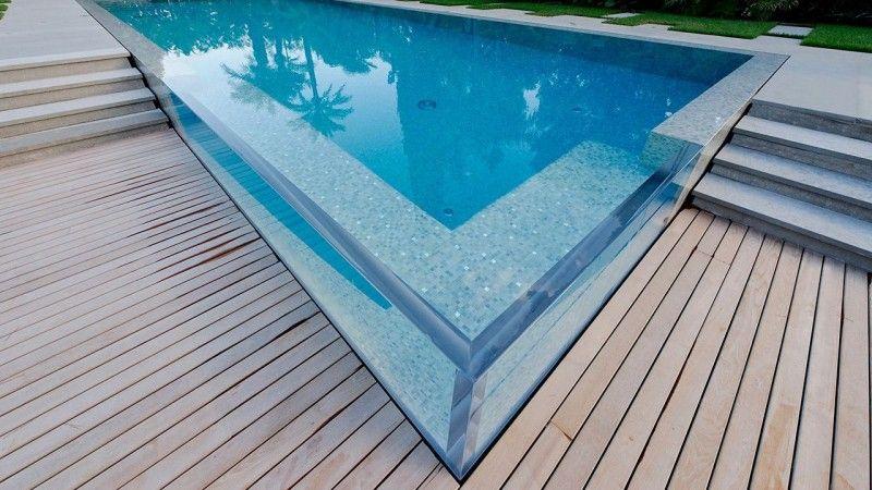 Un angle surprenant piscine dexception Piscine à paroi vitrée