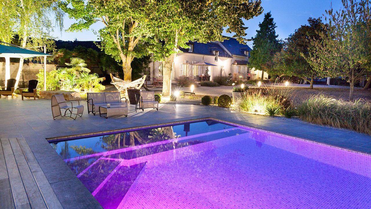 Baignade nocturne piscine eclairee Piscine paysagée Gris clair