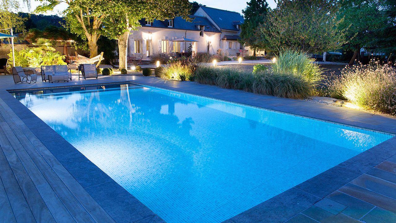 Baignade nocturne piscine fond mosaique Piscine paysagée Gris clair