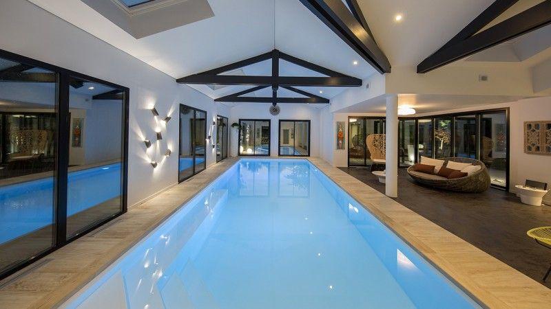 Nager en toutes saisons piscine interieure design Piscine intérieure Gris clair
