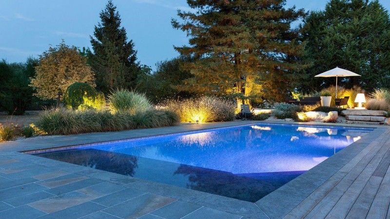 Baignade nocturne piscine mosaique bleue Piscine paysagée Gris clair