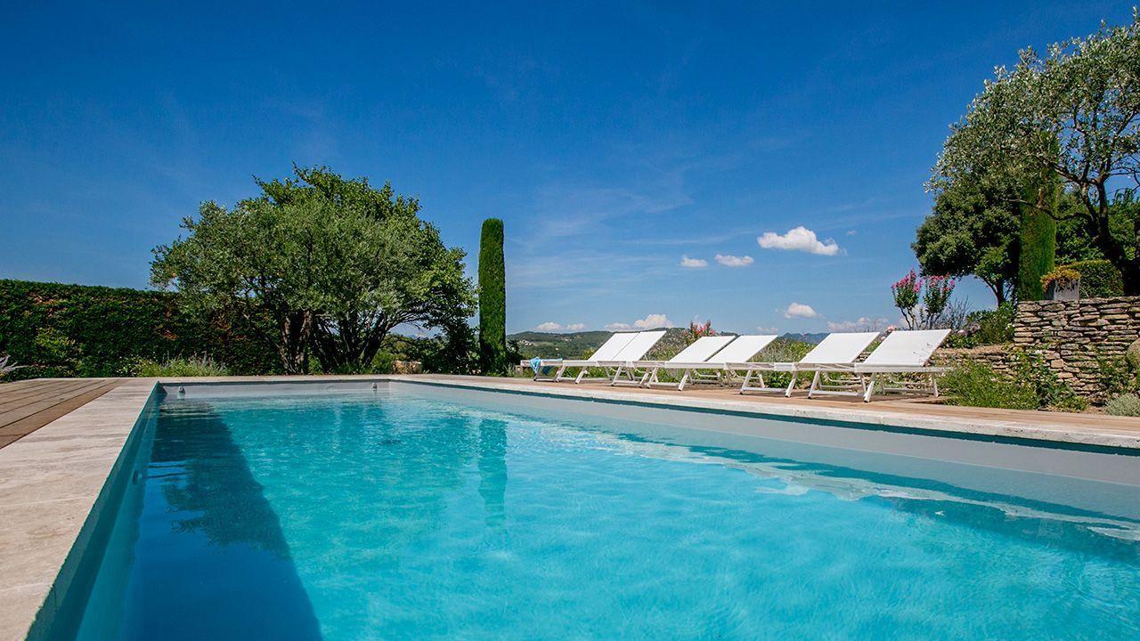 Retour aux racines piscine terrasse bois exotique Rénovation de piscines