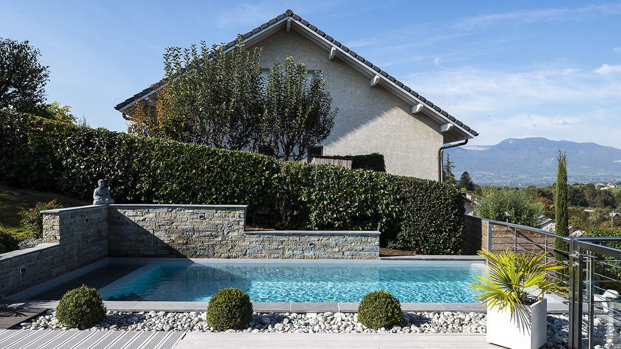 Bain en haut lieu abords de piscine Archives