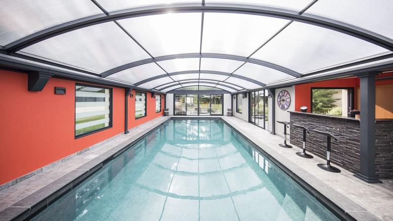 Piscine intérieure abri de piscine haut