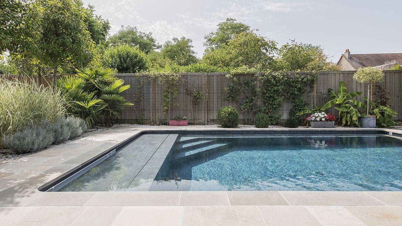 longueurs la maison l 39 esprit piscine. Black Bedroom Furniture Sets. Home Design Ideas