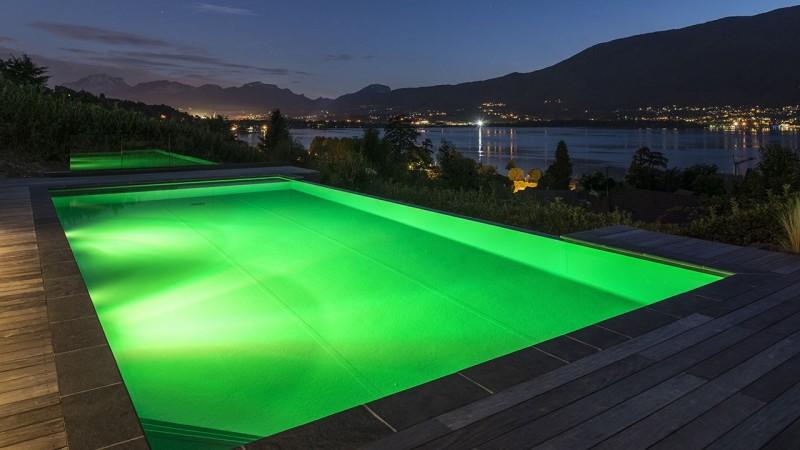 Plonger dans le grand bain installation piscine a debordement 2 Piscine à débordement Piscine paysagée Gris anthracite