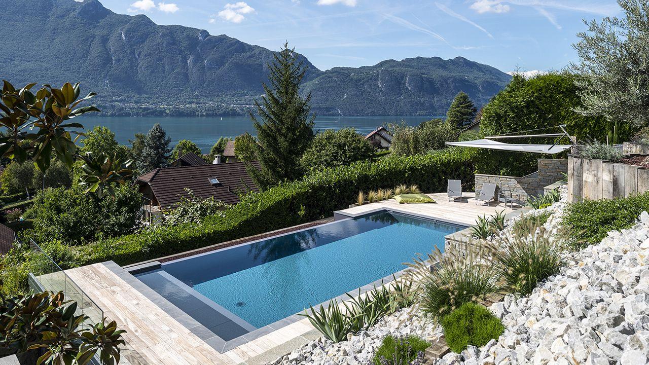 Plonger dans le grand bain montagne avec piscine Piscine à débordement Piscine paysagée Gris anthracite