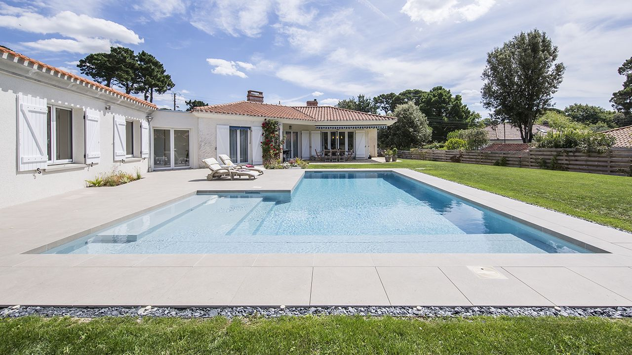 Terrasse fleur d 39 eau l 39 esprit piscine - Www esprit piscine fr ...