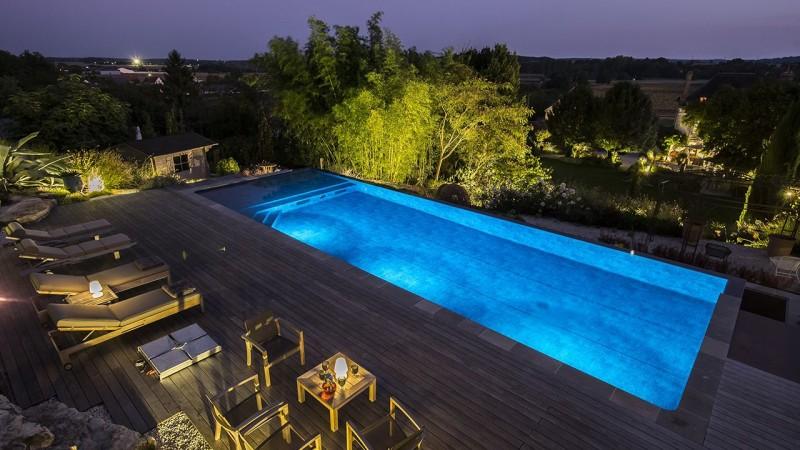 Bain en hauteur piscine debordement terrasse 2 Piscine à débordement Piscine paysagée 3D Gris ardoise