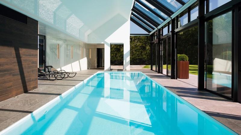Pièce d'eau personnelle piscine interieure chauffee Piscine intérieure Blanc