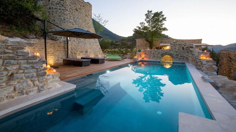 Nager sur les collines piscine transparente Piscine à paroi vitrée Gris clair