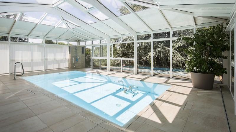 Baigné de lumière veranda piscine interieure Abris de piscine Blanc