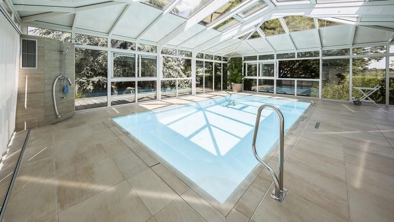 Baigné de lumière veranda piscine interieure chauffee Abris de piscine Blanc