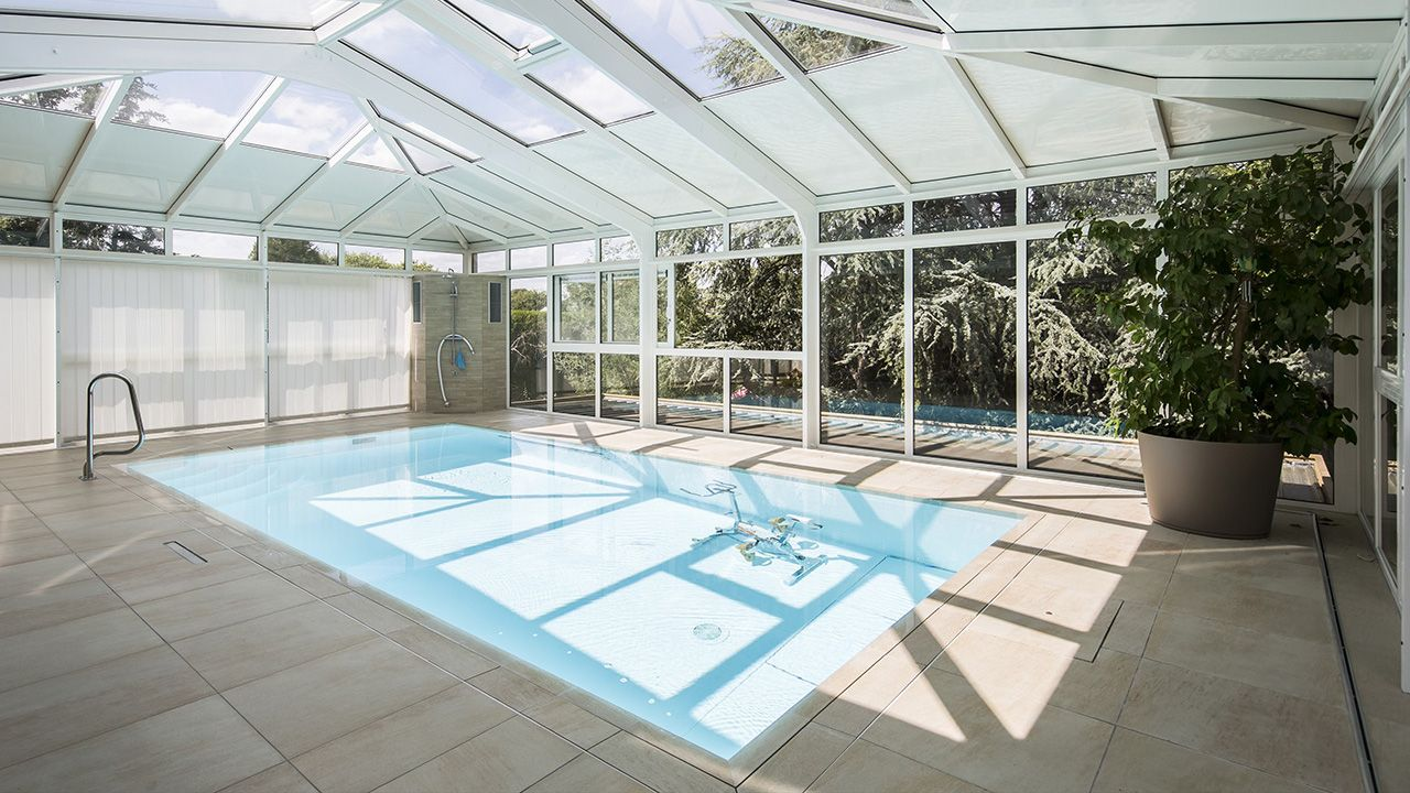 veranda piscine interieure free prix veranda piscine couverte soufflant sokool modle phnix. Black Bedroom Furniture Sets. Home Design Ideas