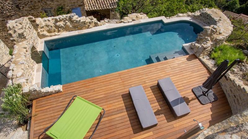 Nager sur les collines vitrage pour piscine Piscine à paroi vitrée Gris clair