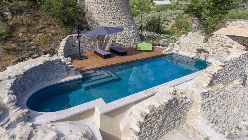 Nager sur les collines vitre pour piscine Piscine à paroi vitrée Gris clair