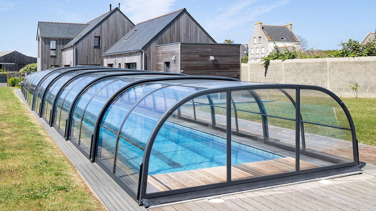 Un bassin hors norme abri de piscine 1810 Couloir de nage Abris de piscine