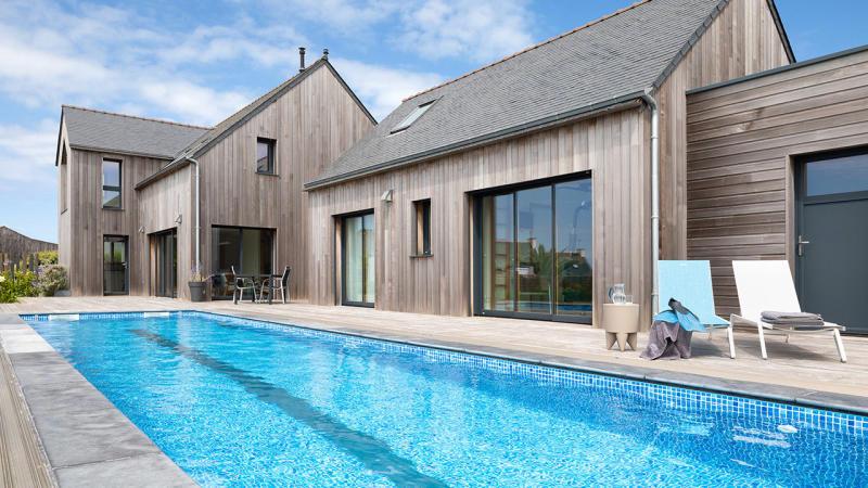 Un bassin hors norme abri de piscine coulissant 1810 Couloir de nage Abris de piscine