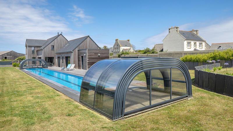 Un bassin hors norme abri de piscine haut telescopique 1810 Couloir de nage Abris de piscine