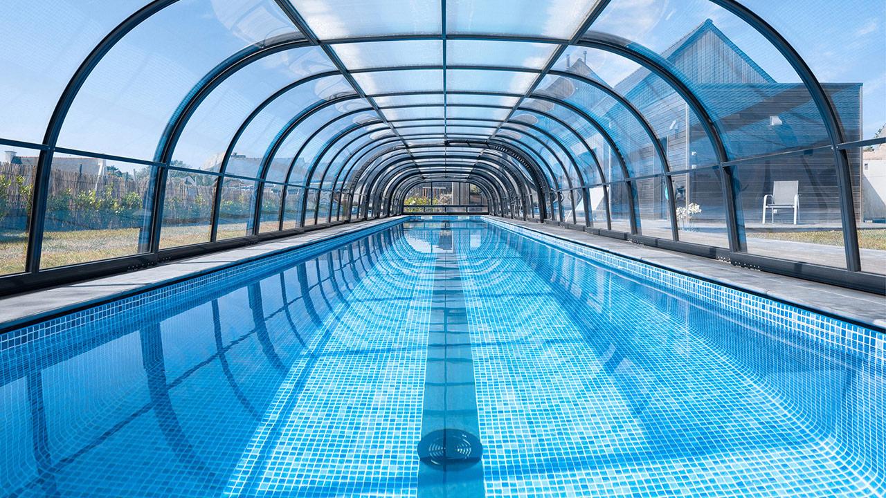 Un bassin hors norme abri de piscine telescopique 1810 Couloir de nage Abris de piscine