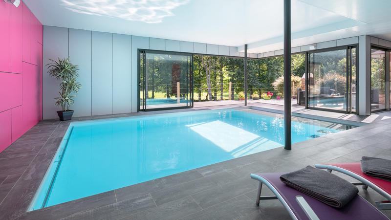 Bassin à coeur ouvert construire piscine interieure moderne Piscine intérieure Blanc