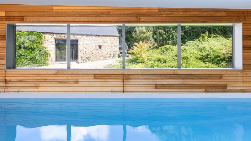 Relaxation aquatique deco mur piscine interieure Piscine intérieure Gris clair