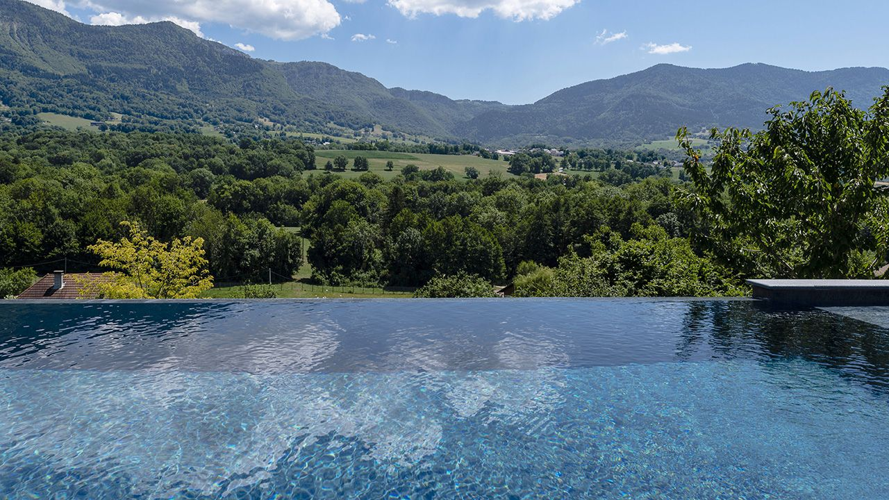 Bain en altitude montagne avec piscine Piscine à débordement 3D Gris ardoise