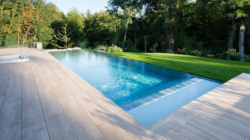 Baignade reposante piscine a debordement detail Piscine à débordement 3D Gris béton
