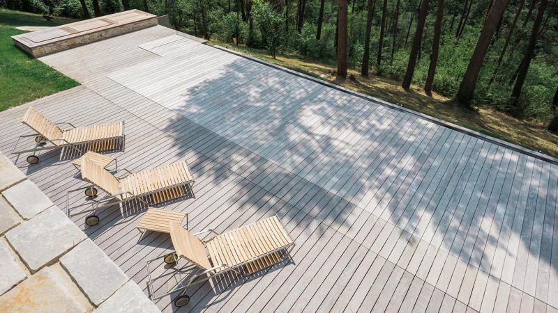 Nager vers la forêt piscine design avec terrasse en ipe Piscine à débordement Piscine à fond mobile 3D Gris béton