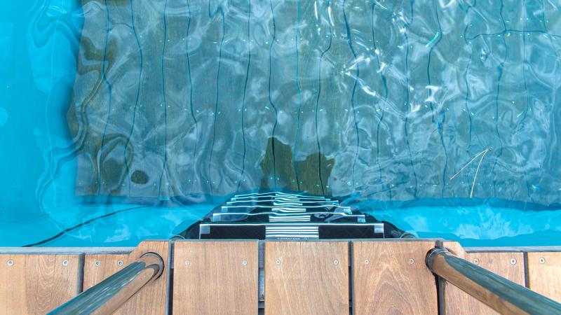 Essence d'eau et de bois piscine fond mobile Piscine à fond mobile Gris clair