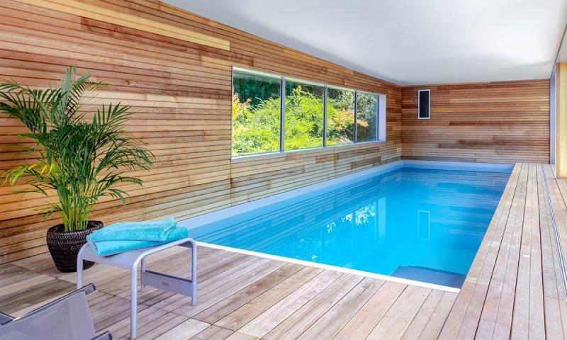 Piscine intérieure Gris clair Relaxation aquatique
