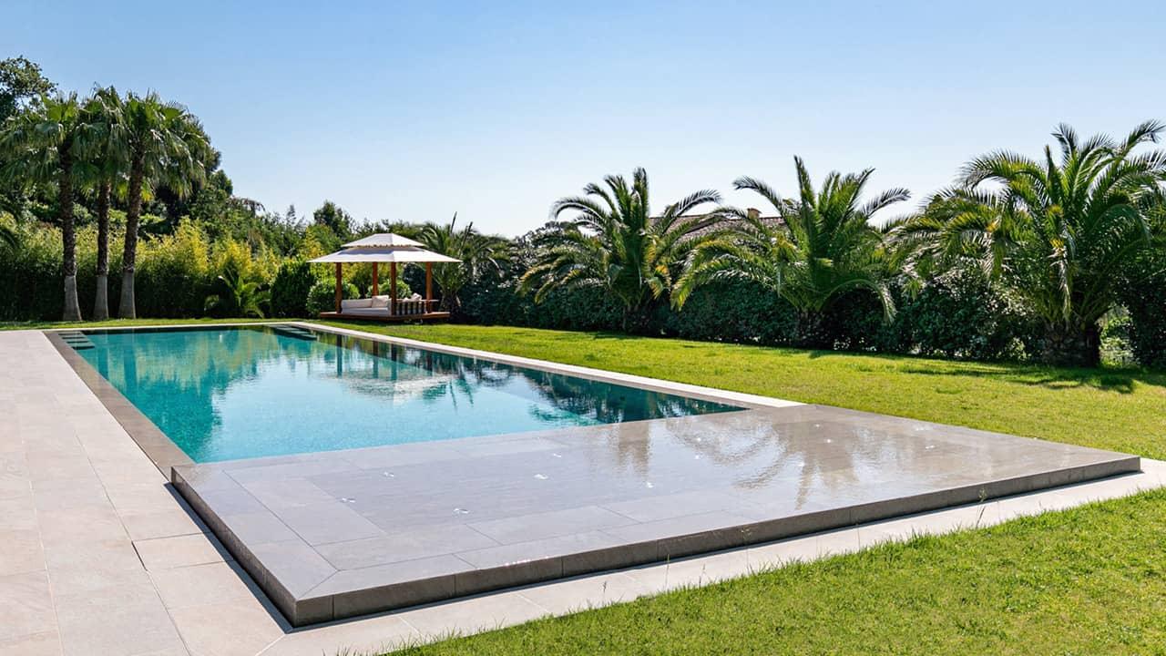 Oasis bleu piscine miroir eau esprit piscine 2020 84 Piscine miroir minéral