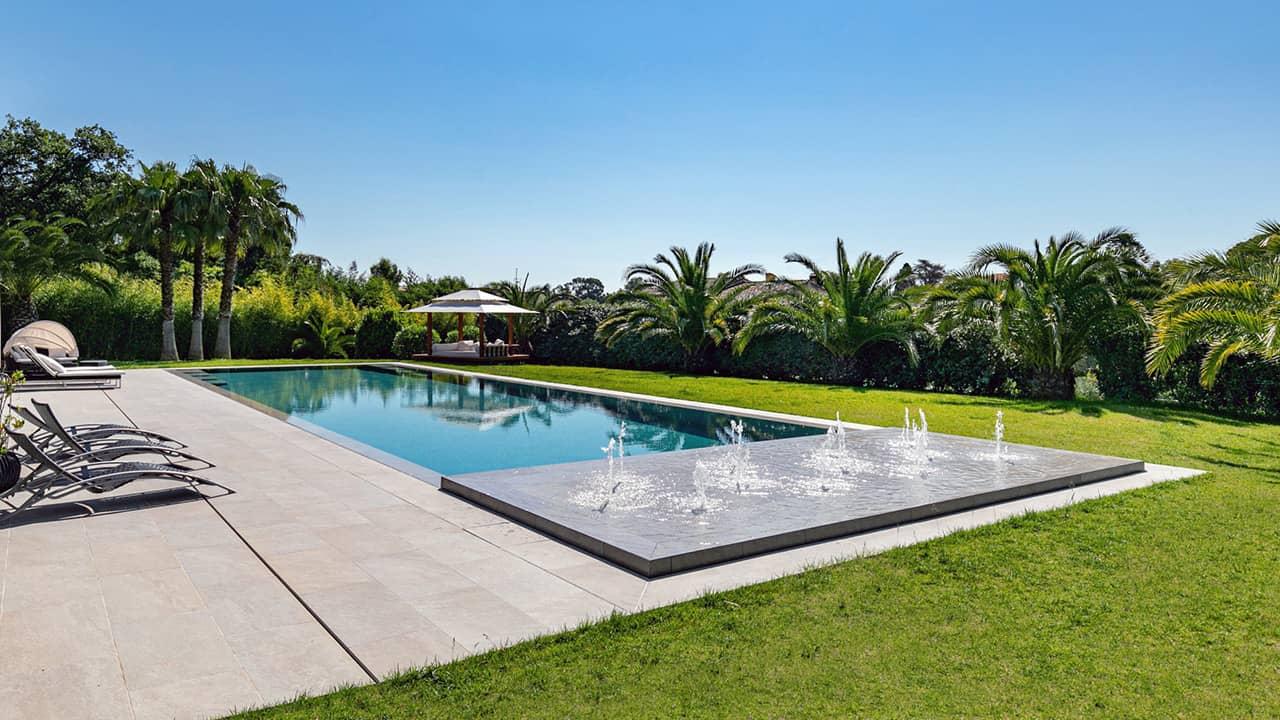 Oasis bleu piscine miroir jets esprit piscine 2020 87 Piscine miroir minéral