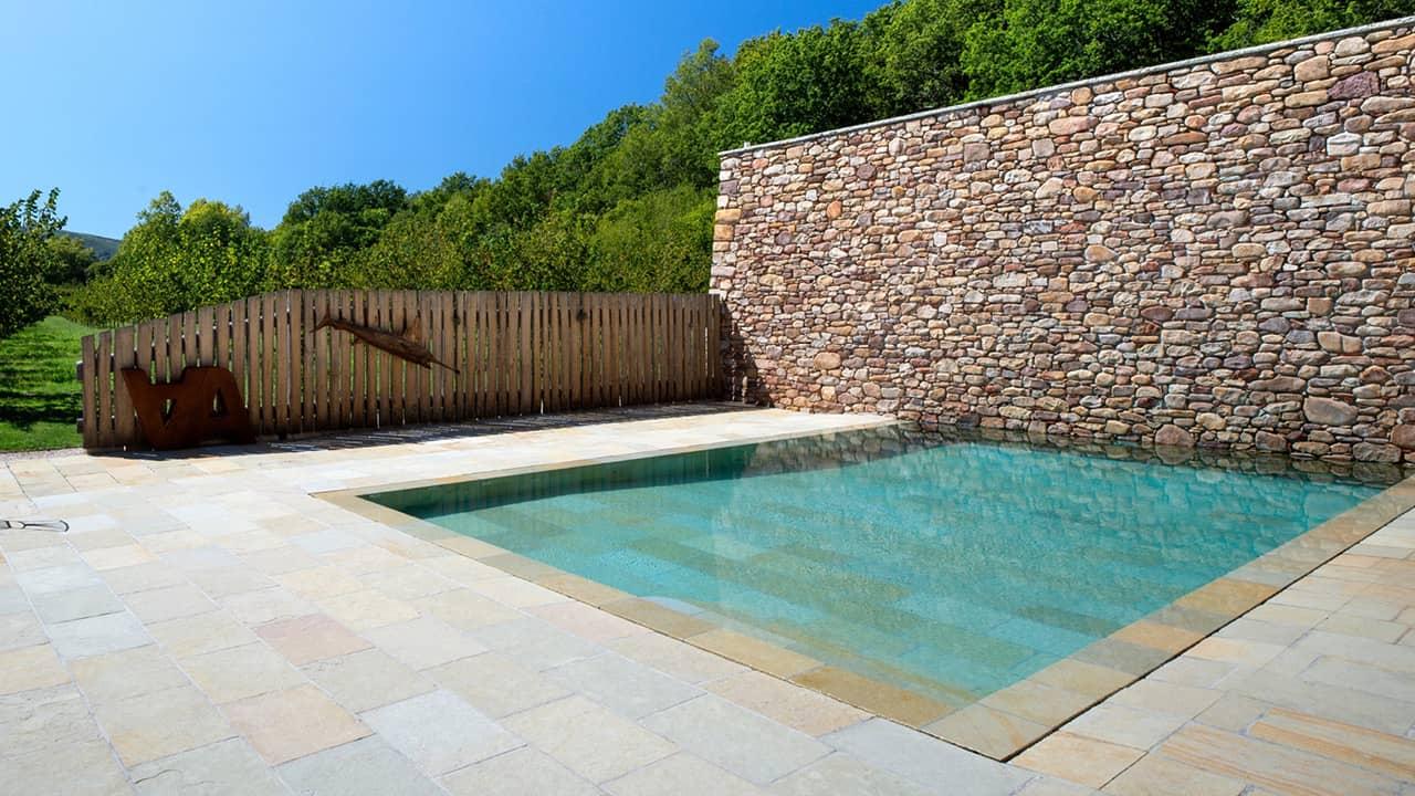 Piscine minérale piscine miroir minéral mur pierres esprit piscine 2020 90 Piscine miroir minéral
