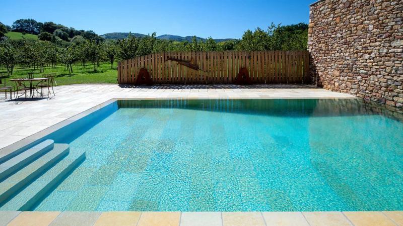 Piscine minérale piscine miroir minéral mur pierres esprit piscine 2020 91 Piscine miroir minéral