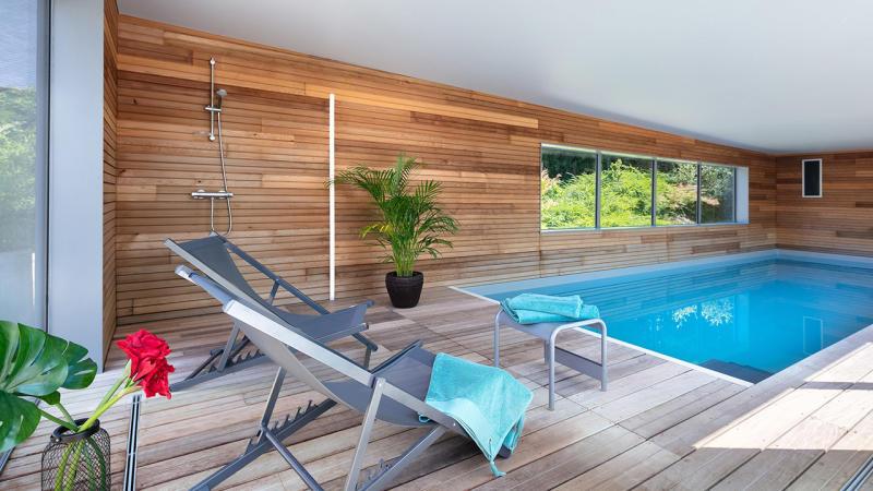 Relaxation aquatique piscine moderne Piscine intérieure Gris clair