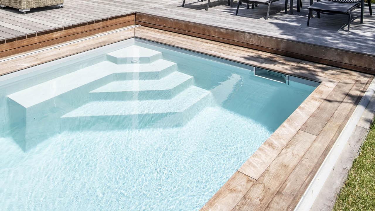 Face à la mer piscine beton terrasse mobile escaliers Piscine avec terrasse mobile Gris clair