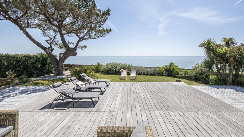 Face à la mer piscine terrasse mobile fermée Piscine avec terrasse mobile Gris clair