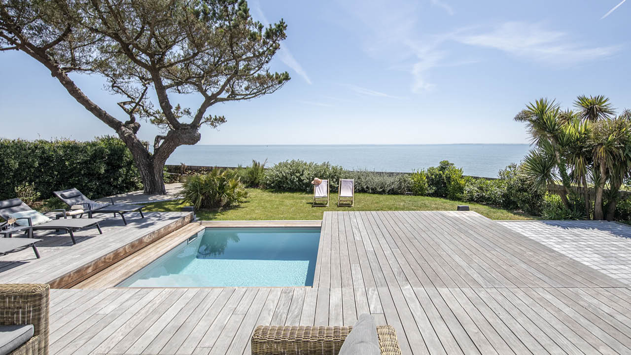 Face à la mer piscine terrasse mobile ouverte moitie Piscine avec terrasse mobile Gris clair