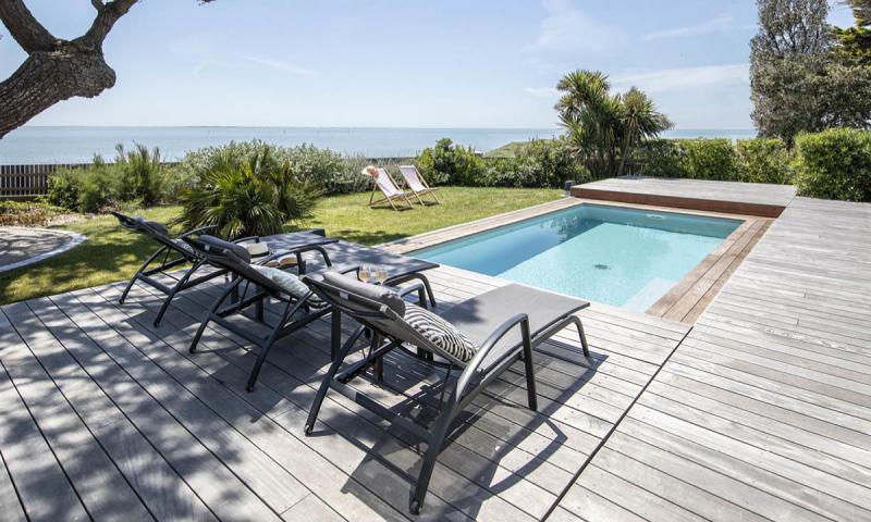 Piscine avec terrasse mobile Gris clair Face à la mer
