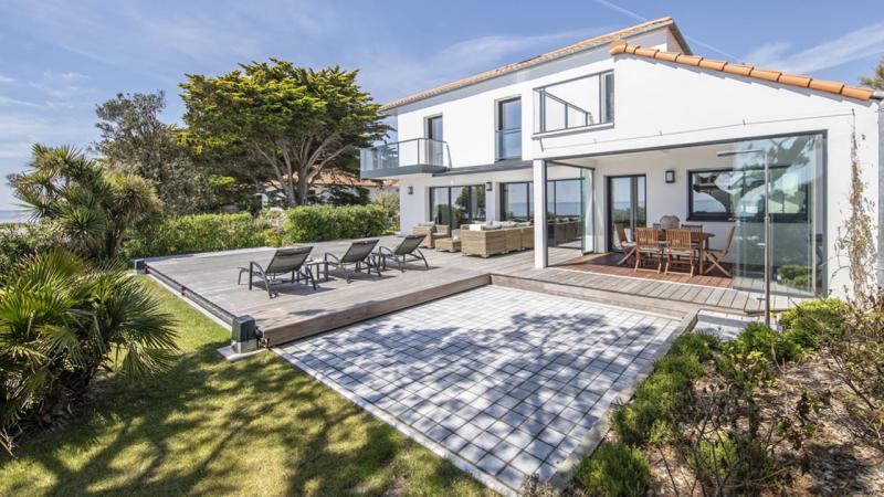 Face à la mer terrasse mobile piscine fermée Piscine avec terrasse mobile Gris clair